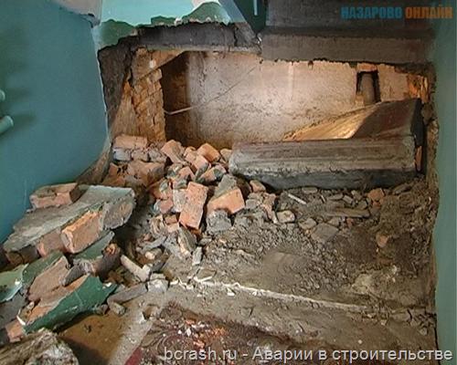 В Назарово обрушилась лестница