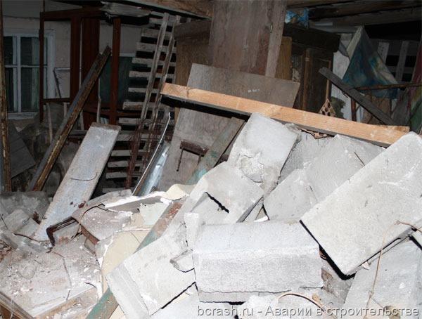 Алматы. Обрушение стены на Полтавской. Фото