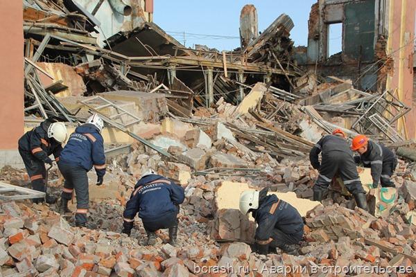 Новосибирск. Обрушение на территории ОАО Новосибирский жиркомбинат. Фото 1