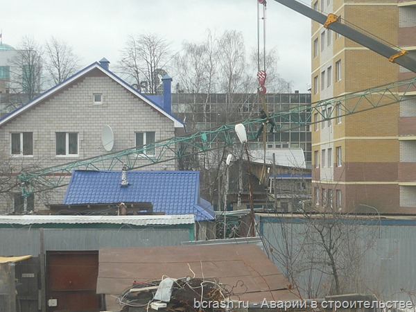 Ижевск. Обрушение стрелы крана на Щорса. Фото