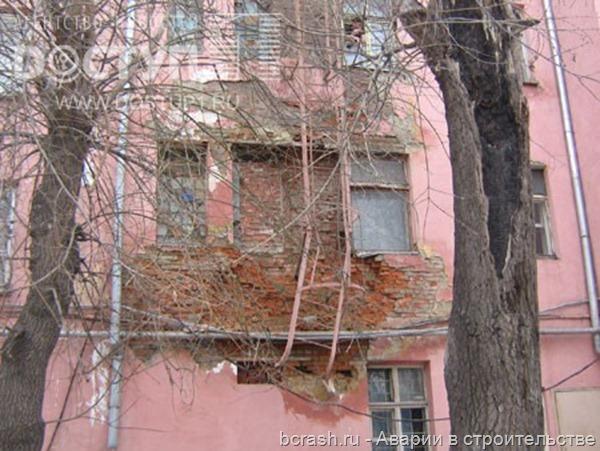 Челябинск. Обрушение стены дома на Российской