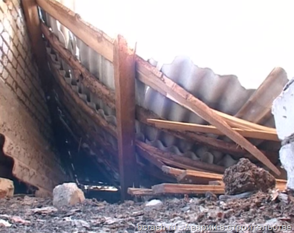 Петровск. Обрушение крыши больницы. Фото