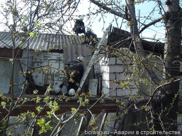 Мариуполь. Обрушение крыши пристроя к жилому дому. Фото 2