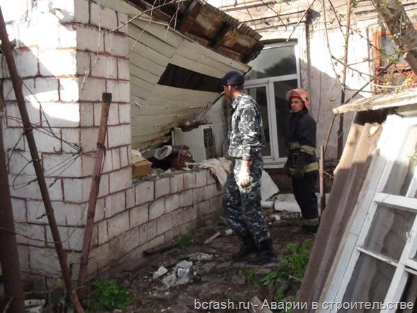Мариуполь. Обрушение крыши пристроя к жилому дому. Фото