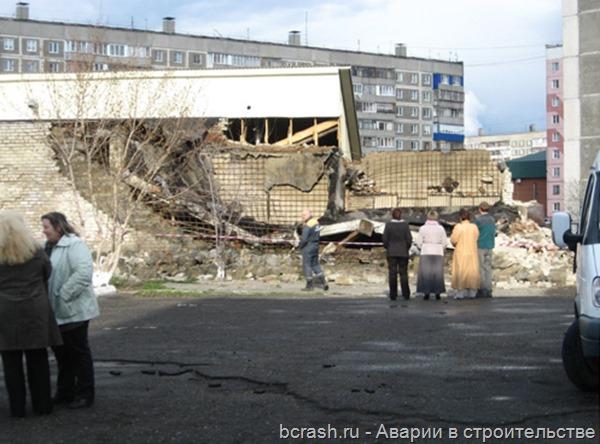Бийск. Обрушение гаража на территории школы