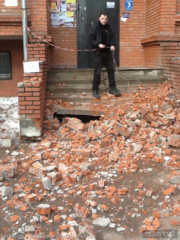 Томск. Обрушение кладки козырька на улице Яковлева