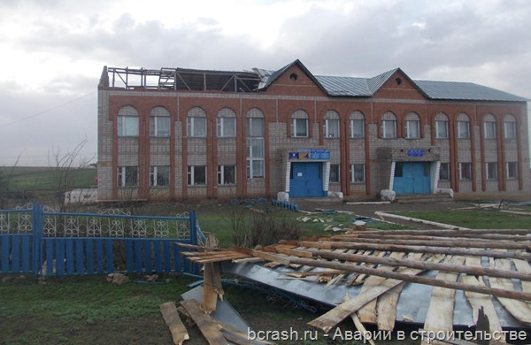 Башкирия. Ветром сорвало крышу в Первомайском. Фото