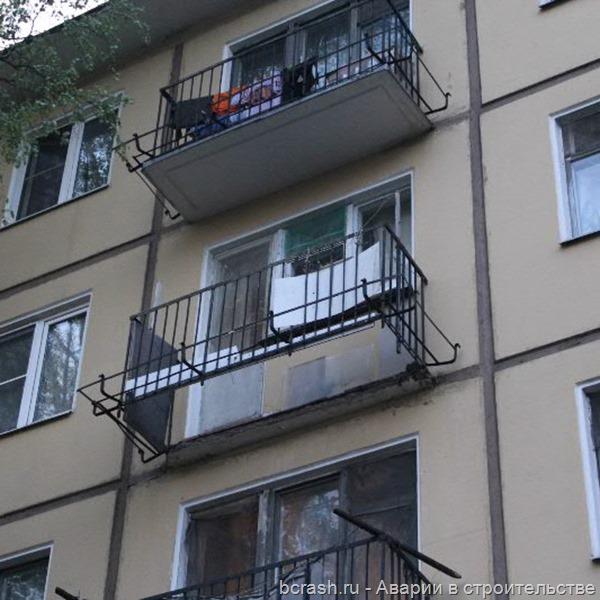 Санкт-Петербург. Обрушение балкона на Новочеркасском. Фото