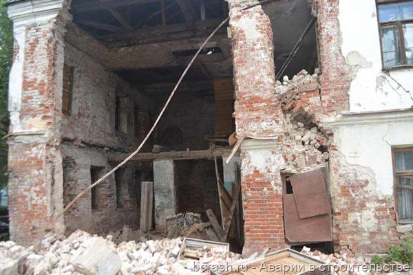Владимир. Обрушение стены дома по улице Ильича. Фото 1