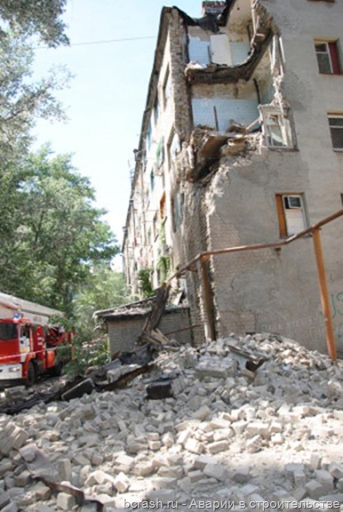 Новочеркасск. Обрушение стены общежития