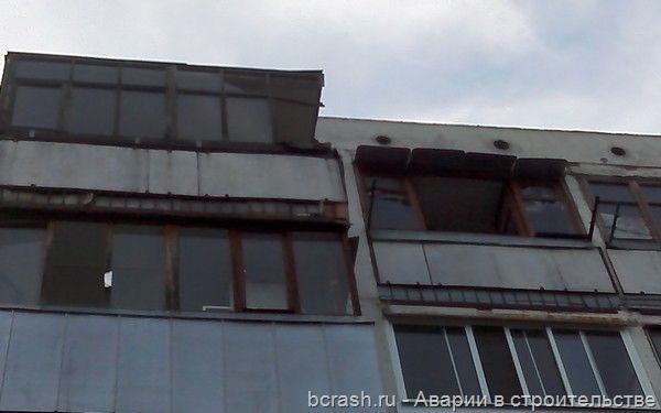 Брянск. Обрушение плит парапета. Фото