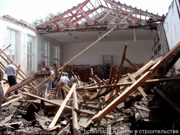 Донецк. Обрушение крыши школьного спортзала