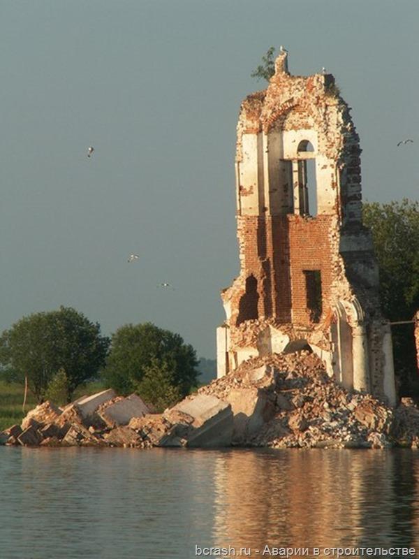 Обрушение Запогостской церкви в поселке Шексна