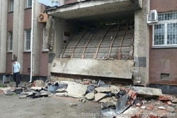 Краснодар. Обрушение козырька здания суда