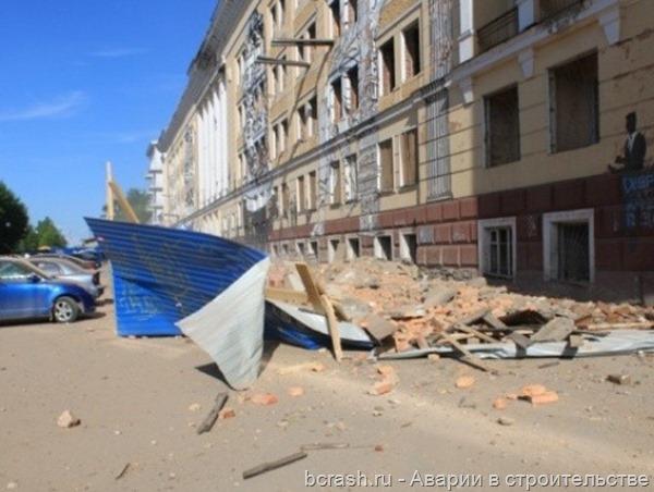 Пермь. Обрушение стены на улице Окулова