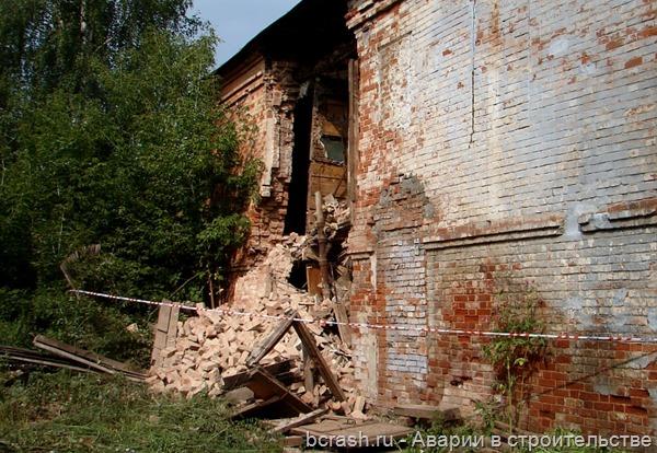 Киров. Обрушение стены дома на ул. Свободы
